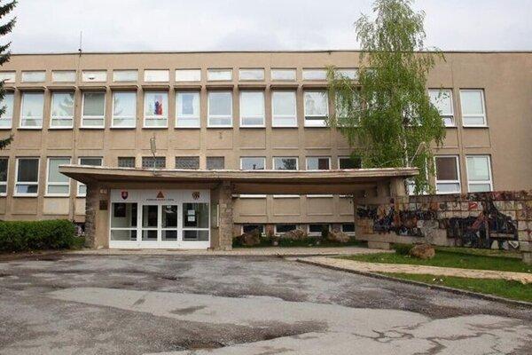 Gymnázium na Alejovej ulici bude mať novú fasádu.