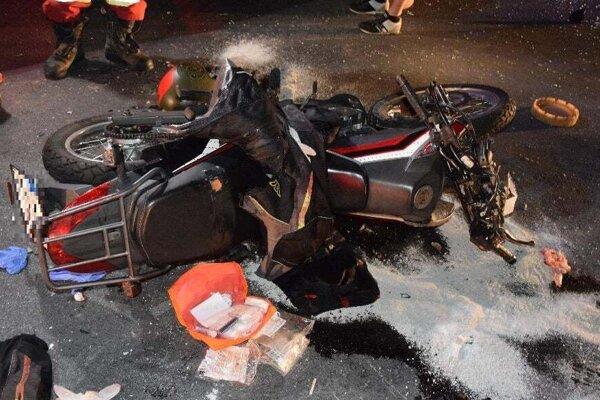 Mladý vodič tejto motorky bojuje v nemocnici o život.