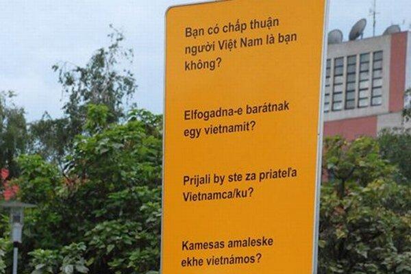 Prijali by ste za priateľa Vietnamca - Vietnamku? pýta sa autorka projektu v štyroch jazykoch.
