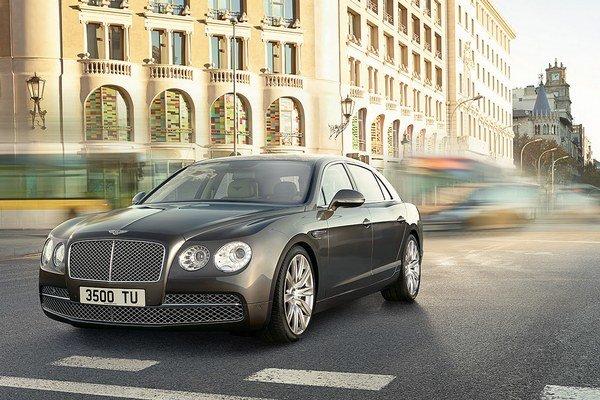 Bentley Flying Spur dostane hybridný pohon. V predaji sa môže objaviť už v roku 2015.