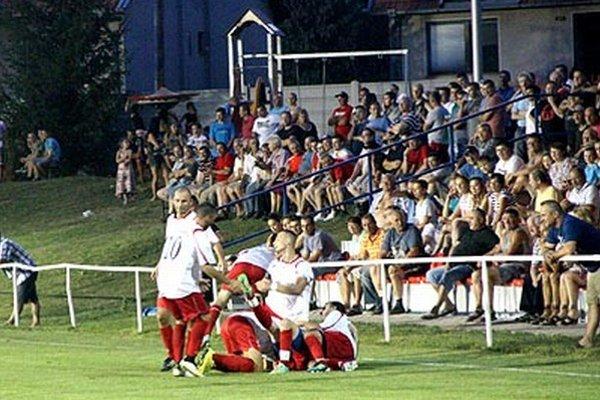 Alekšinská radosť po víťaznom góle Trnku v 87. minúte pred parádnou diváckou kulisou.