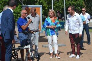 Počas oficiálneho sprevádzkovania bikesharingu v Lučenci.
