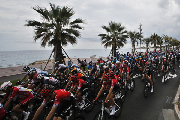 Pelotón počas 1. etapy na Tour de France 2020.