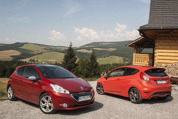 Fiesta vyzerá na prvý pohľad agresívnejšie a navonok sa javí ako športovejšie auto. Peugeot 208 GTi jej však v zákrutách stíha.