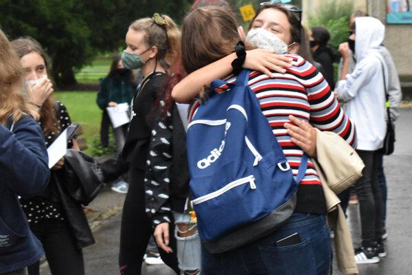 Takto sa deti pred školou vítali.