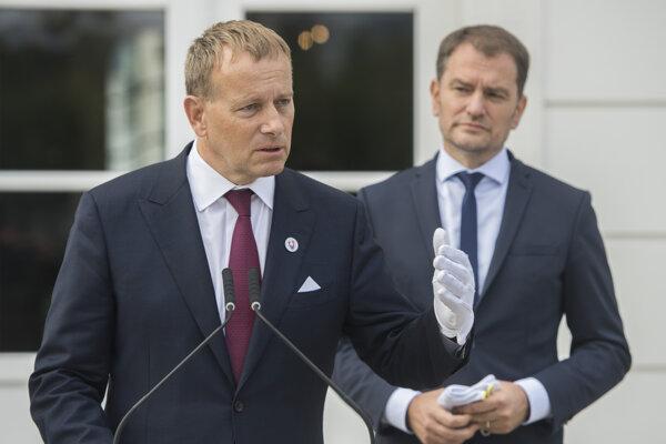 Predseda Národnej rady SR Boris Kollár a premiér SR Igor Matovič počas brífingu po spoločných raňajkách s prezidentkou SR Zuzanou Čaputovou v Prezidentskom paláci.