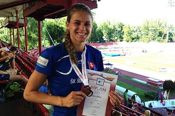 Juniorka Daniela Ledecká získala bronz na 400 metrov.