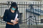 Alena Zsuzsová opúšťa súd v Banskej Bystrici.