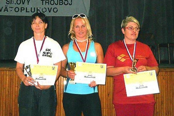 Medailistky v súťaži žien do 50 rokov: zľava V. Slimáková, Klaudia Javorčíková, I. Tureková.