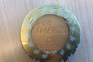 """Úrad verejného zdravotníctva (ÚVZ) SR varuje pred nebezpečnou kozmetikou, ide o krém. """"Je možné, že uvedené výrobky sa nachádzajú aj v Slovenskej republike,"""" upozornil hlavný hygienik SR Ján Mikas. Nebezpečný je krém s názvom Aneeza Gold Beauty cream neuvedenej značky."""