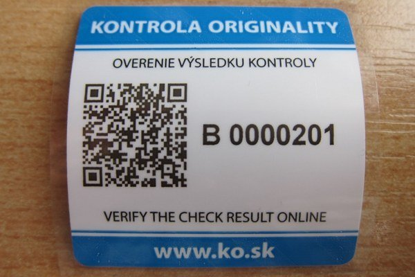 Kontrolná nálepka z kontroly originality s QR kódom (symbol vľavo).