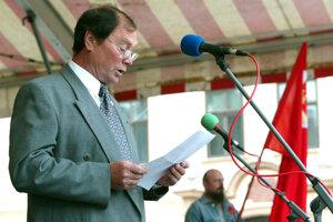 Aj po odchode z politiky sa v roku 2005 postavil v Banskej Bystrici na tribúnu počas osláv 1. mája.