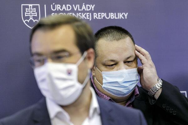 minister zdravotníctva SR Marek Krajčí a hlavný hygienik SR Ján Mikas .