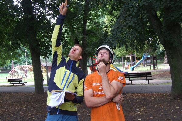David a Jiří v nitrianskom parku.
