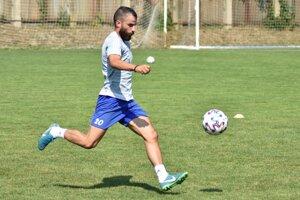 Káder Michaloviec pred pár dňami vystužil 25-ročný pravý obranca Dimitrios Siopis.