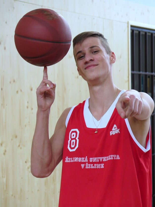 Richard Rožánek vyrastal v basketbalovej rodine. To udalo jeho športovej ceste jasný smer.