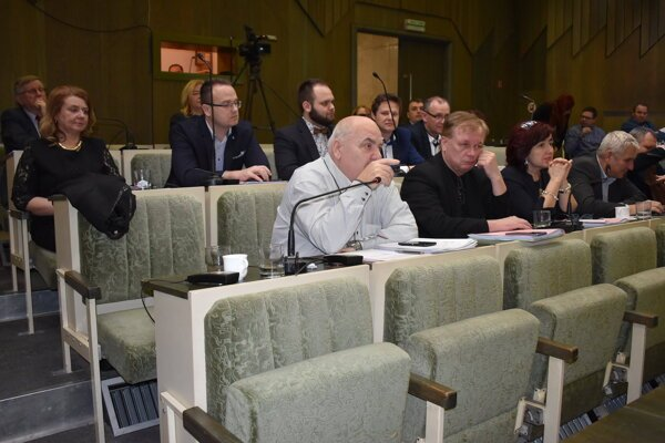 Poslanecké kluby v humenskom mestskom zastupiteľstve sa štiepia.