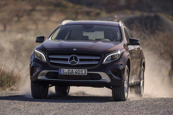 Mercedes urobil triedu A ešte užitočnejšou pre každodenný život v rodinnej GLA verzii.