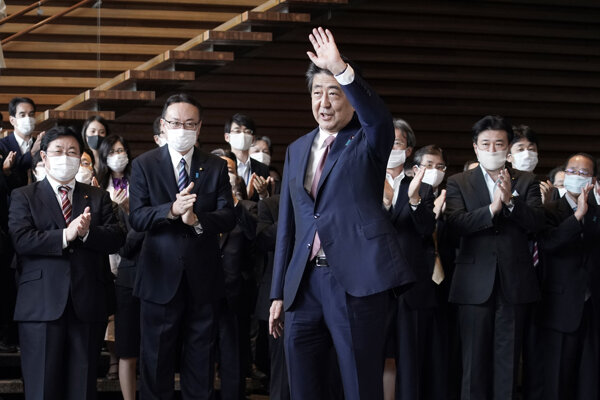 Odchádzajúci japonský premiér Šinzó Abe.