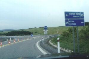 Kade sa ide na smer do Levíc? Tabule vodičom neporadia.