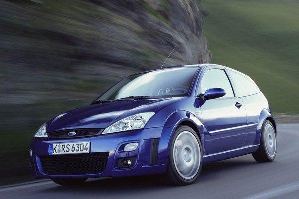 Prvý novodobý Focus RS sa na trhu objavil v roku 2002. Znamenal návrat ku koreňom športovej ikony Ford Escort RS Cosworth.