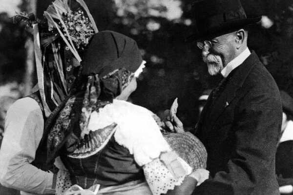 Pri Masarykovej návšteve v Novohrade nechýbalo ani tradičné privítanie.