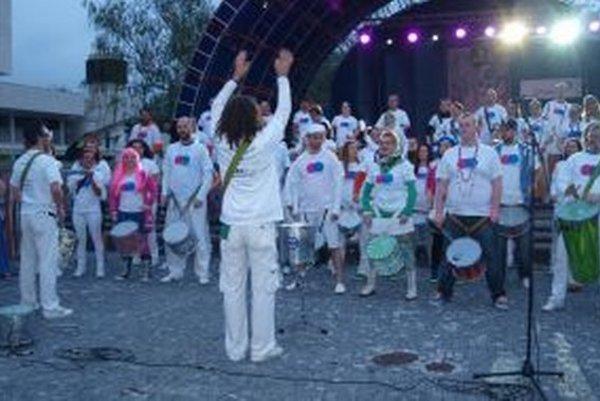 Takto vlani na námestí vyvrcholil 1. ročník medzinárodného bubeníckeho festivalu Drumpoint 2014.