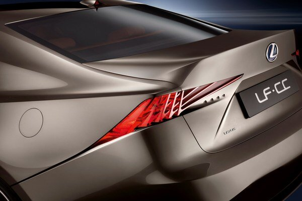 Plne hybridný koncept s 2,5 litrovým motorom predstavuje novú pohonnú jednotku pre vozidlá značky Lexus.
