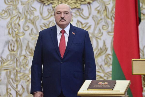 Lukašenko zložil prísahu na vopred neohlásenej inaugurácii.