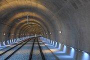 Súčasťou trate je tunel Diel