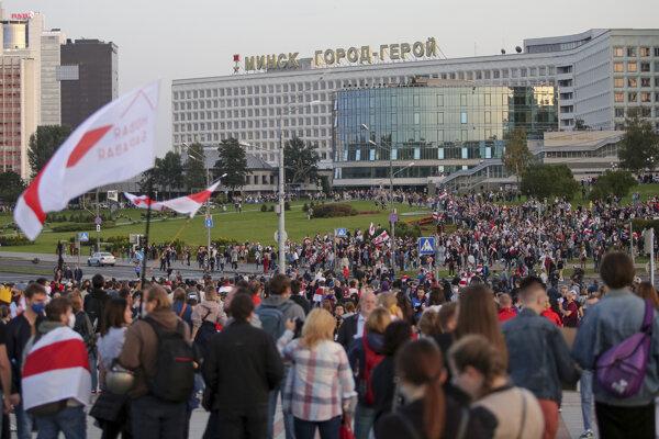 Protestujúci v Minsku.