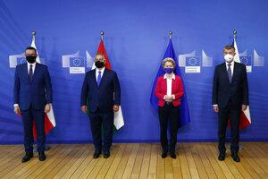 Zľava Mateusz Morawiecki, Viktor Orbán, predsedníčka Európskej komisie Ursula von der Leyenová a Andrej Babiš počas stretnutia lídrov V4 v Bruseli.