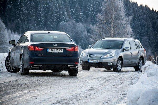 Pri radosti z majstrovského zrýchlenia pohonov na snehu netreba zabúdať na štandardné schopnosti pri brzdení.