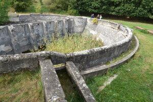 Obnova cisterny je nevyhnutná pre zachovanie vzácnych biotopov rastlín.
