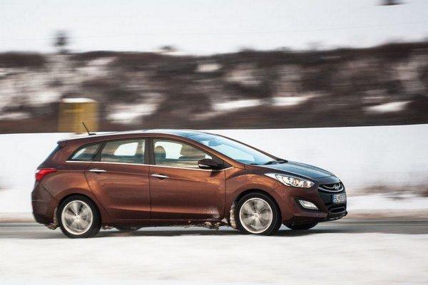 Po 11000 kilometroch spotreba klesla iba minimálne, ale auto ako celok sa ukazuje v dobrom svetle. Najmä podvozok, radenie a vnútorný priestor robia veľkú radosť. Tiež poteší naladenie ESP na snehu.