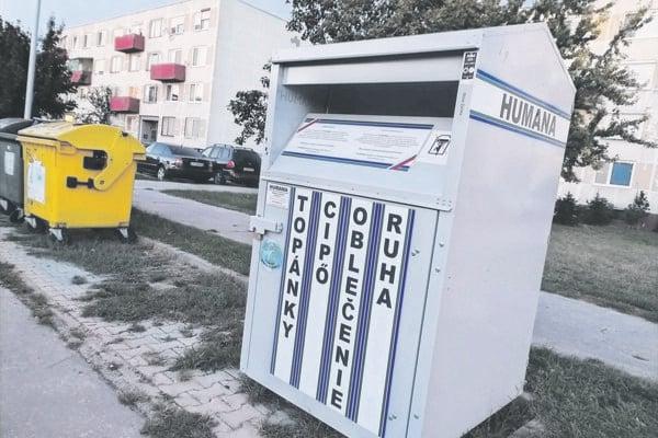 Kontajnery na šatstvo sa v Nových Zámkoch nachádzajú na 16 miestach.