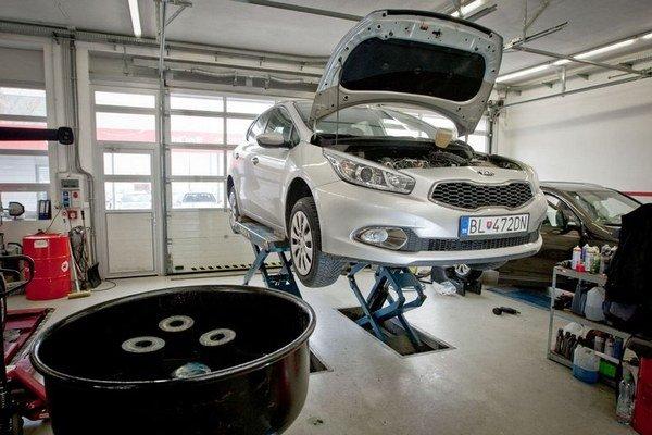 Naftový motor 1,6 CRDi v Kii cee´d potrebuje servis každých 30000 kilometrov. Prehliadka stála vyše 400 eur.