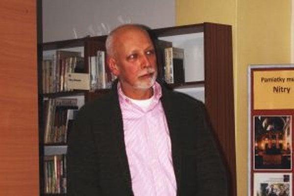 O liečebnom hladovaní v knižnici hovoril Jozef Valuch.