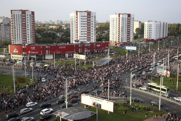 Protestný pochod cez Minsk v nedeľu 4. októbra 2020.