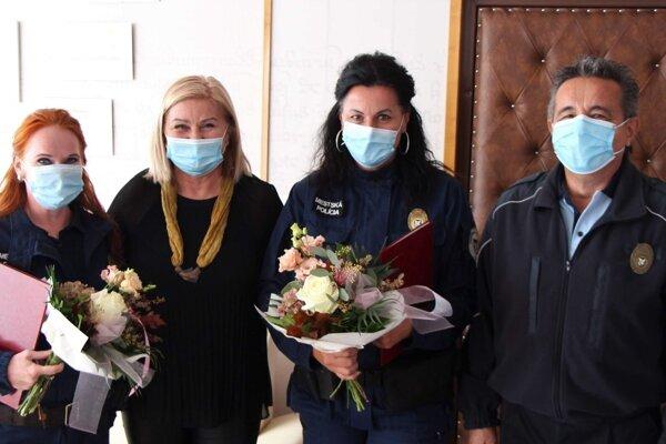 Primátorka Alexandra Pivková sa poďakovala statočným mestským policajtám.
