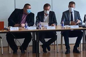 Zasadnutie pandemickej komisie. Zľava Mikas, Krajčí a Matovič.