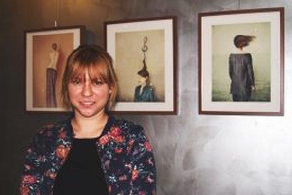 Petra Doležová pri svojich selfie.