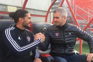 Dôležití muži Spartaka - stredopoliar Kyriakos Savvidis (vľavo) a športový riaditeľ Andrej Kostolanský.