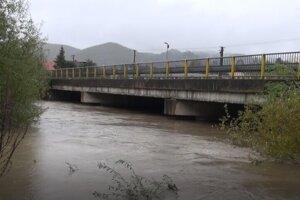 Situáciu s veľkou vodou v obci priebežne monitorujú.