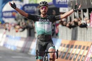 Peter Sagan oslavuje v cieli víťazstvo 10. etapy cyklistických pretekov Giro d'Italia.