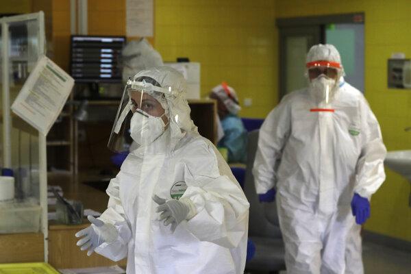 Najmenej dvaja Covidom infikovaní lekári ordinovali na konci septembra v Rooseveltovej nemocnici v Banskej Bystrici. Ilustračná fotografia.