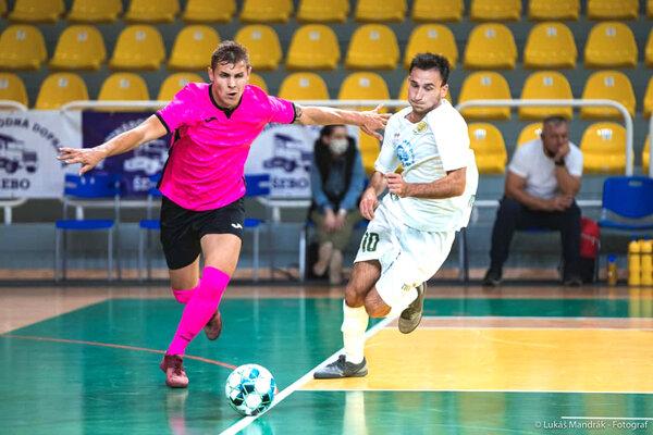 Po domácom víťazstve nad Komárno Levice bodovali aj vďalšom zápase. ZPrievidze si odniesli tri body za výhru 2:3.
