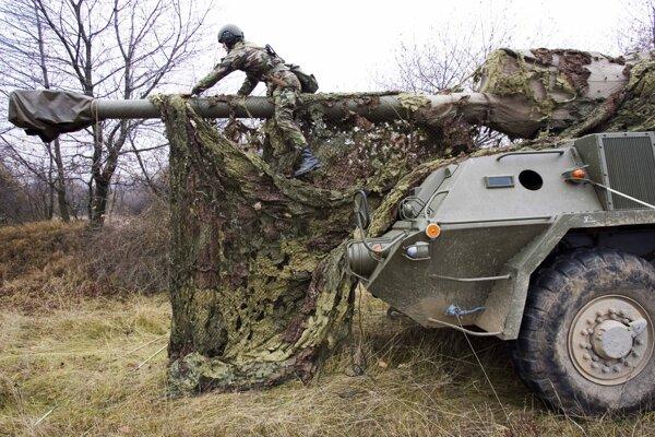 Vo vojenskom obvode Valaškovce pri Humennom mali od 5. októbra delostrelci vojenské cvičenie. Niektorí z nich sa tam nakazili Covidom. Ilustračné foto.
