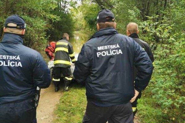Mestskí policajti zachraňovali počas mimoriadnej situácie muža z okresu Žilina.