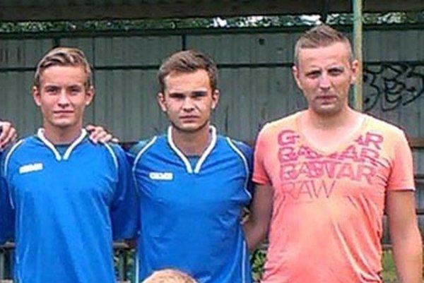 Kristián Maťko (vpravo) povedie dorastenecký výber ObFZ Nitra na premiére halového turnaja.
